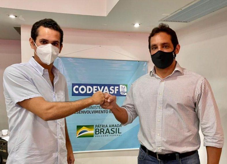 Domingos Neto viabiliza a entrega de 32 máquinas pesadas a prefeituras do Ceará