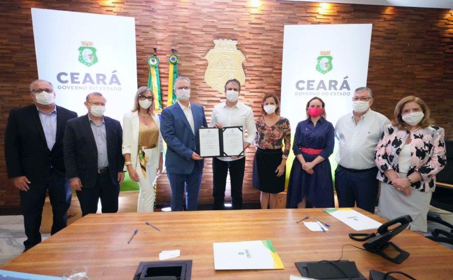Governo do Ceará atrai fabricante de painéis e inversores solares para o CIPP