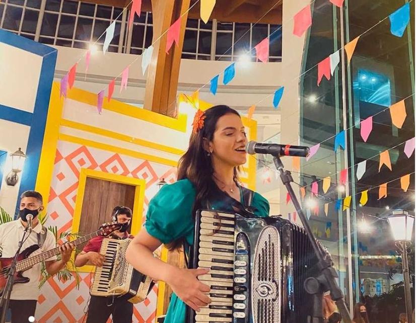 Isabela Serpa canta e encanta no São João do Iguatemi Fortaleza