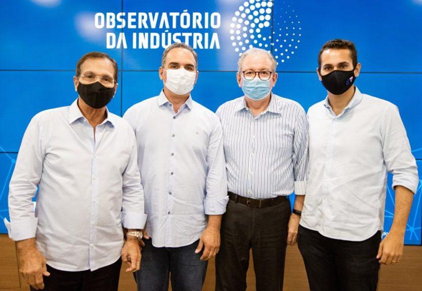 Ricardo Cavalcante apresenta todas as funcionalidades do Observatório da Indústria ao prefeito de Quixadá e ao deputado federal Domingos Neto