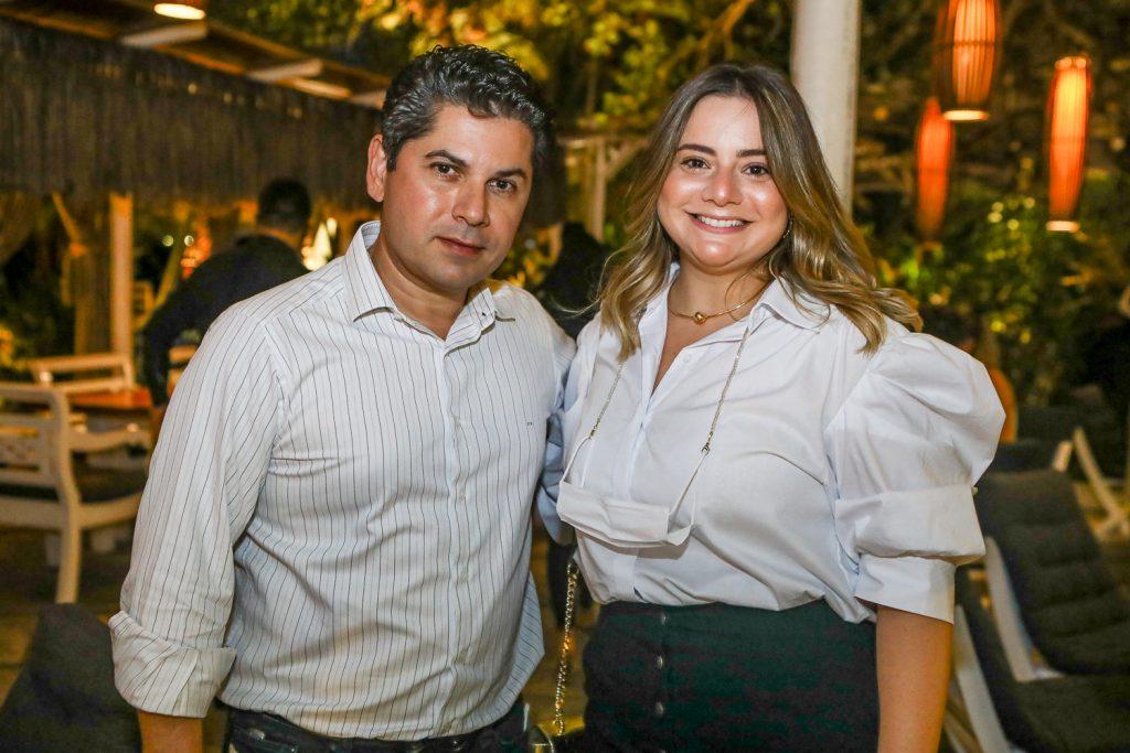 Pompeu Vasconcelos E Karla Rodrigues
