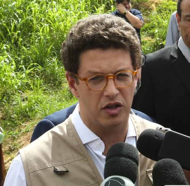 Ricardo Salles pede demissão do cargo sob suspeita da prática de corrupção