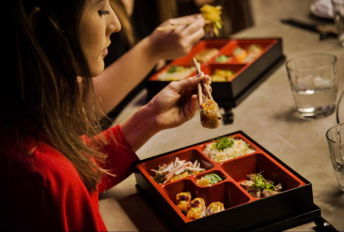 Que tal comemorar o Dia da Imigração Japonesa com um bom sushi em casa?