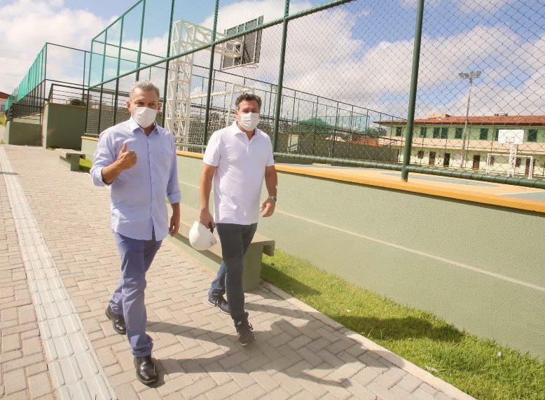 Sarto vistoria obras de educação, lazer e infraestrutura em execução no Itaperi