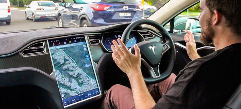 Tesla Carro Autonomo