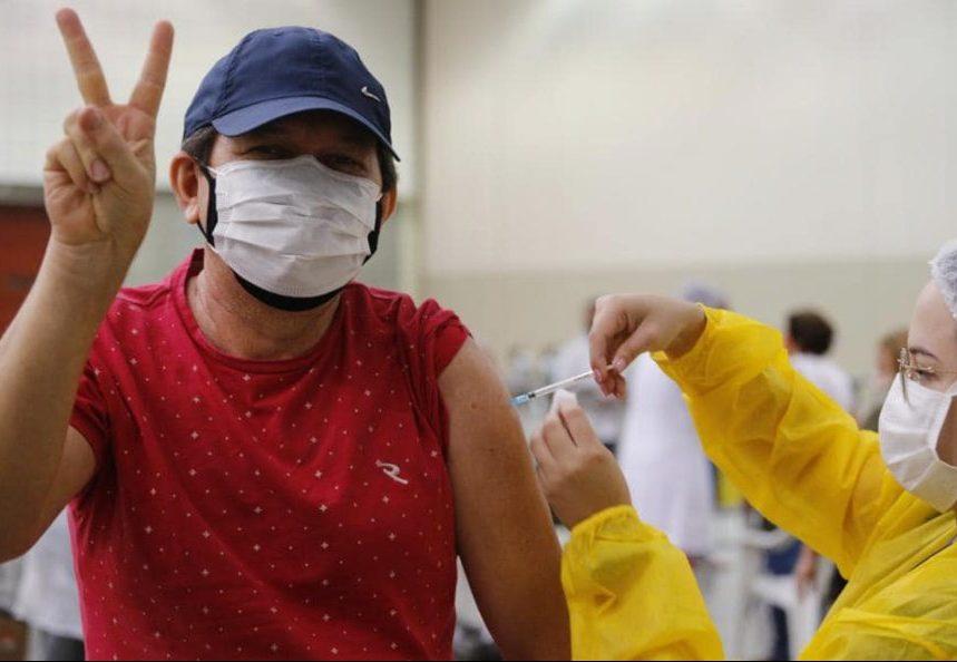 Governo do Ceará espera vacinar toda a população acima de 18 anos até agosto