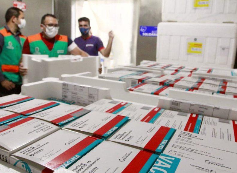 Governo do Ceará recebe mais 151 mil doses de vacinas para ampliar imunização