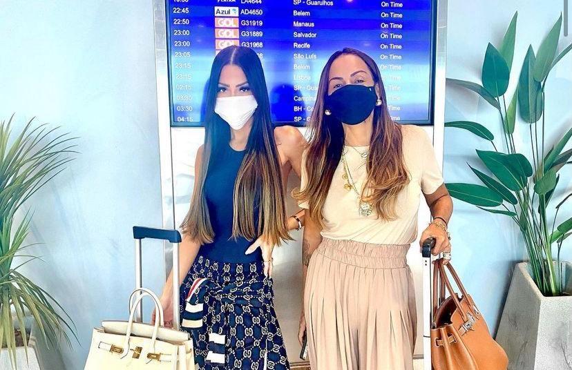 Gil Santos registra clique no aeroporto com Fernanda Sena antes de desembarcar em Salvador