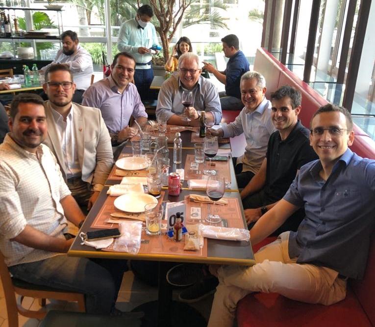 Zio Cucina, no BS Design, é palco de almoço descontraído entre a diretoria do Fortaleza e da Zenir