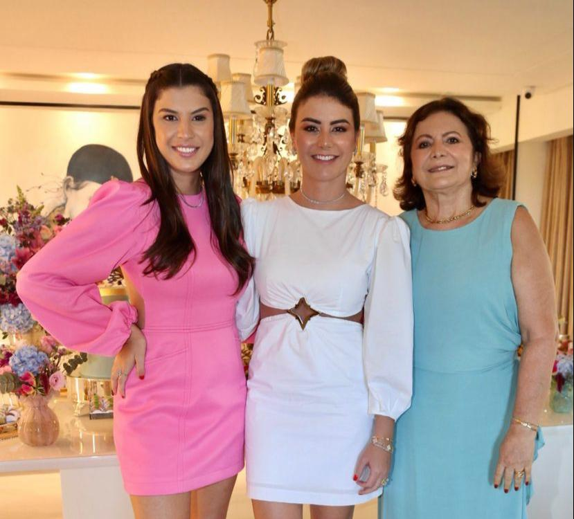Alegria e alto astral marcaram a troca de idade de Mariana Pimenta