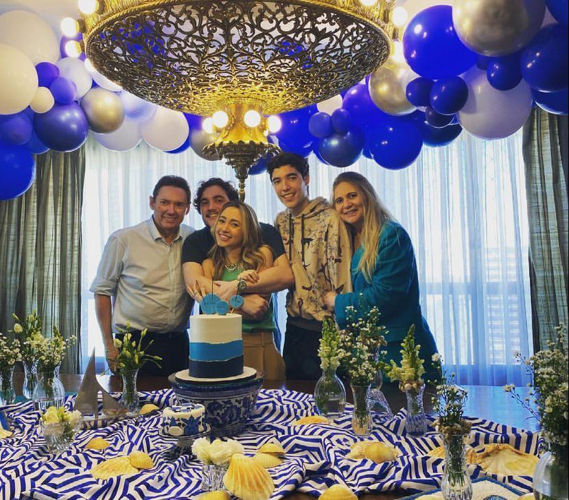 Morgana e Ivens Dias Branco Jr celebram os 21 anos dos trigêmeos Luciano, Lissa e Luca