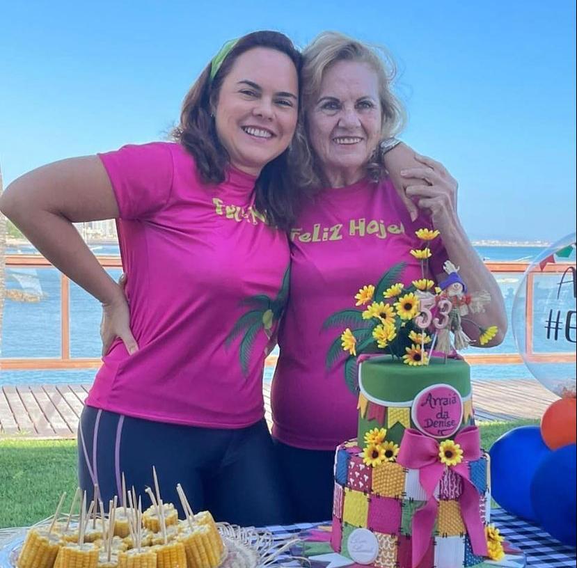 Denise Lucena Cavalcante celebra a nova idade em clima junino