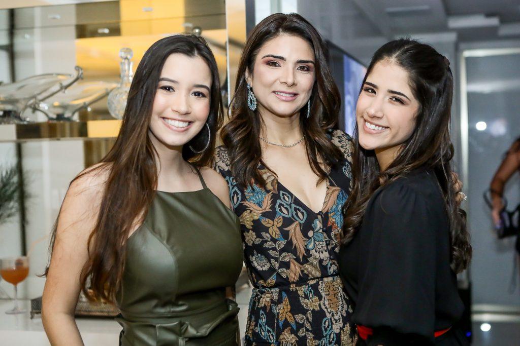 Ana Clara Ramalho, Rachel E Beatriz Teixeira