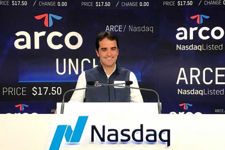 """CEO da Arco Educação, Ari de Sá Neto recebe o prêmio """"Executivo de Valor"""""""
