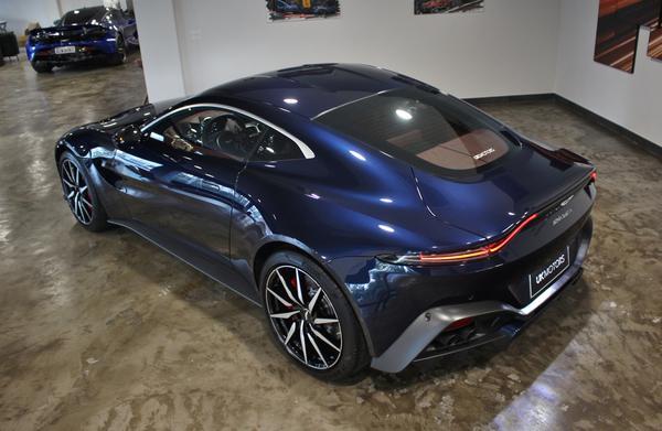 Desembarca no Brasil o Vantage, o primeiro modelo da Aston Martin