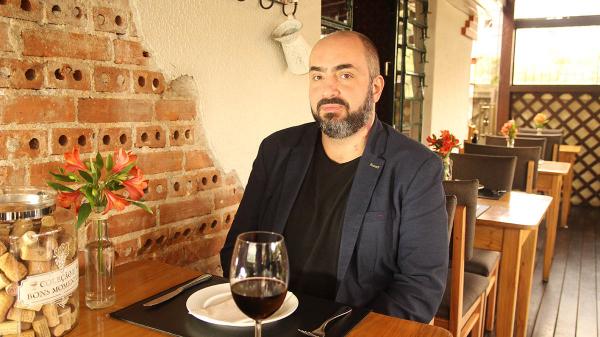 Mangue Azul promove jantar harmonizado com o sommelier Diego Arrebola