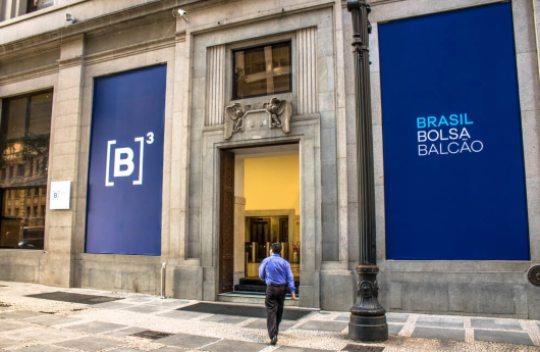 Bolsa registra queda de 1,18% e dólar de 0,01% em dia marcado por volatilidade
