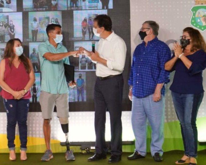Governo do Ceará assina os primeiros contratos de beneficiários do Ceará Credi