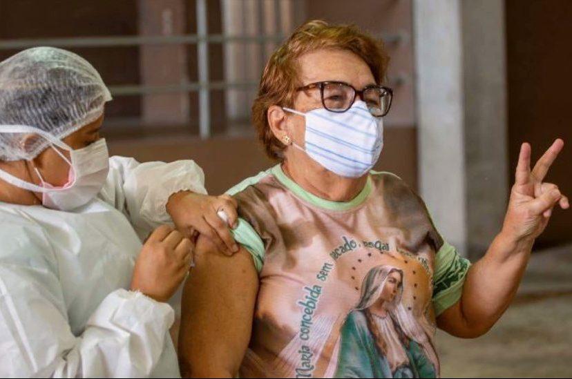 Camilo celebra as mais de 5 milhões de doses de vacinas já aplicadas no Estado