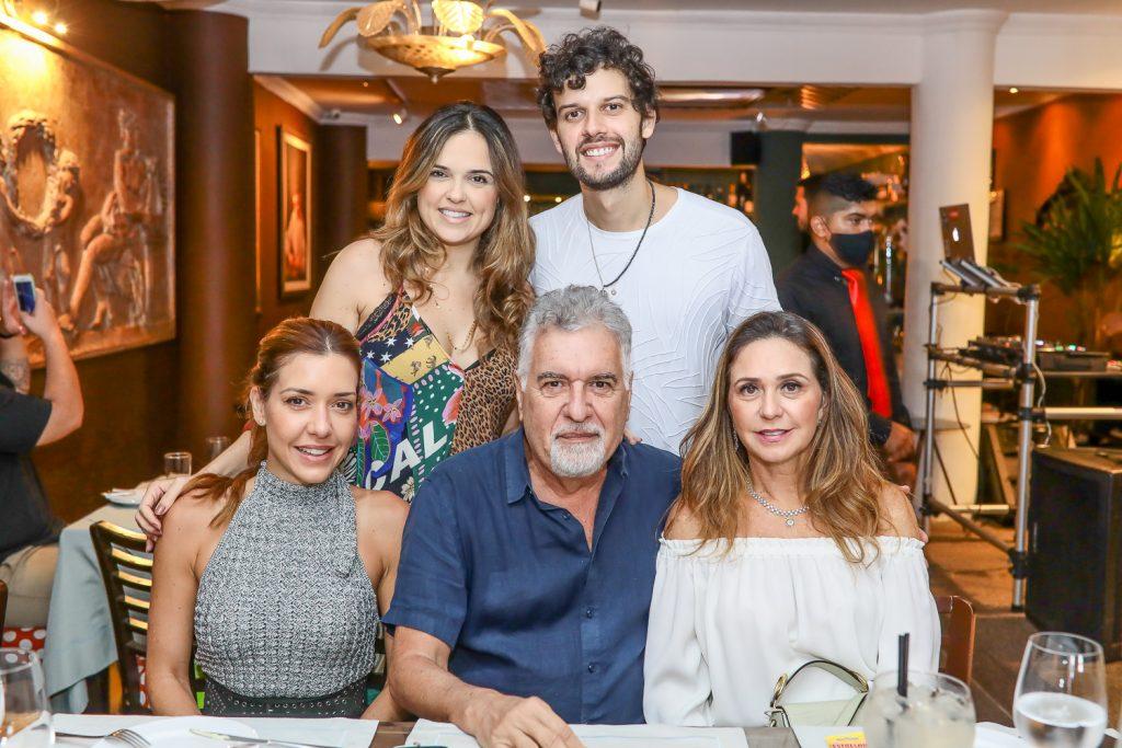 Clarissa, Brena, Waldemar, Davi E Claudia Cartaxo (2)