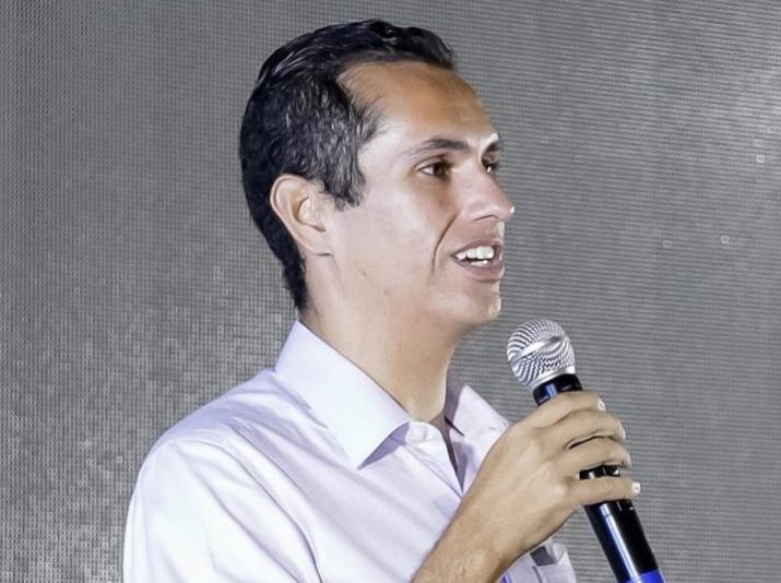 Domingos Neto assina termo na Funasa para grandes obras em Jaguaribe e Orós