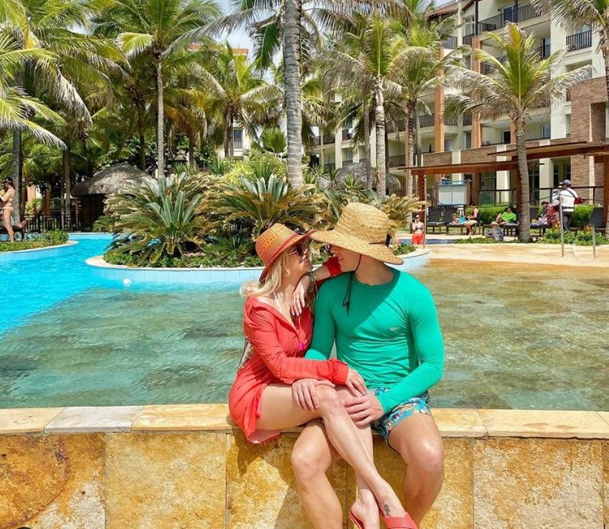 Karina Bacchi curte temporada de lazer com a família no Beach Park