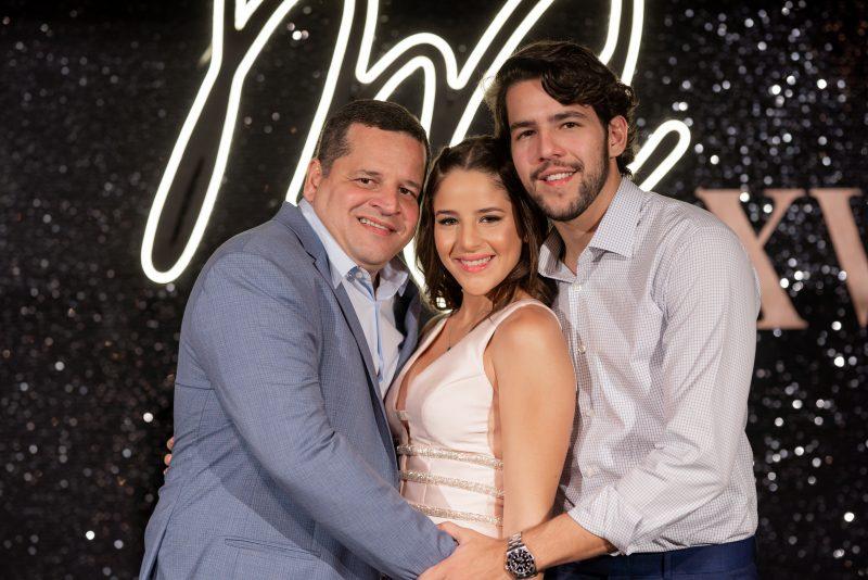 BIG PARTY - Maria Clara Fialho Borges transborda alegria e alto astral em sua festa de 15 anos