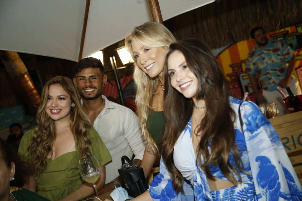 Mariana Goes, Bruno E Roberta Miranda E Amanda Brilhante