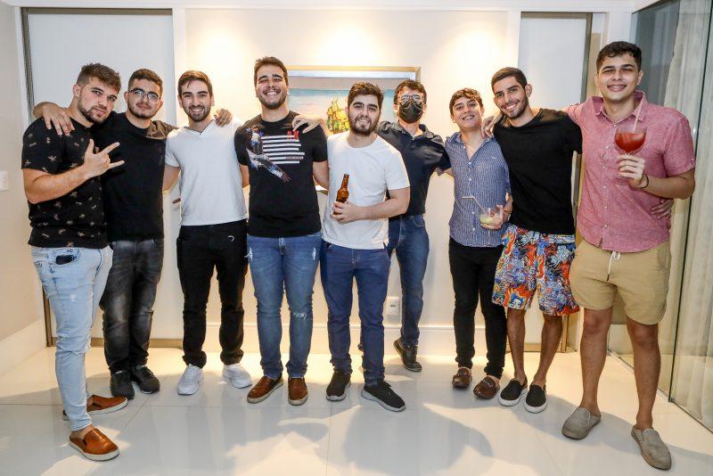 Sessão Parabéns - Davi Teixeira ganha festa surpresa para celebrar sua troca de idade