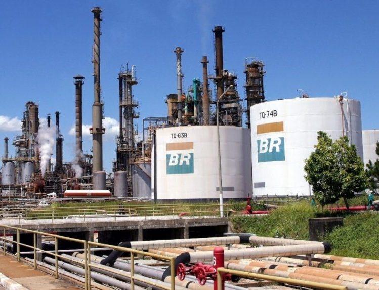 Petrobras aumentará a gasolina, o diesel e o GLP nas refinarias nesta terça-feira