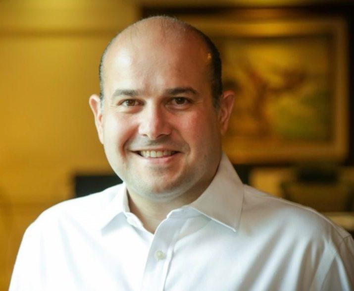 Roberto Cláudio debate economia, temas sociais e política com convidados seletos