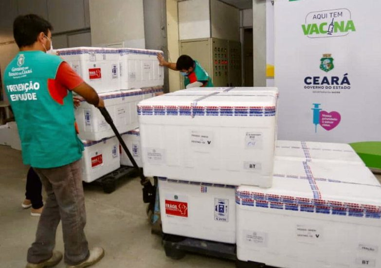 Governo do Ceará recebe 205.400 novas doses de vacinas contra a Covid-19