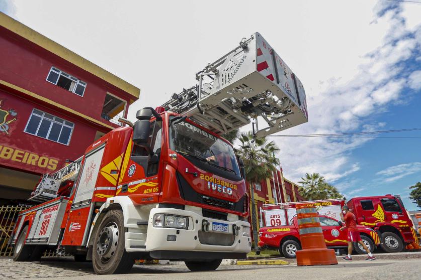 Governo do Ceará convoca 204 novos bombeiros e entrega equipamentos