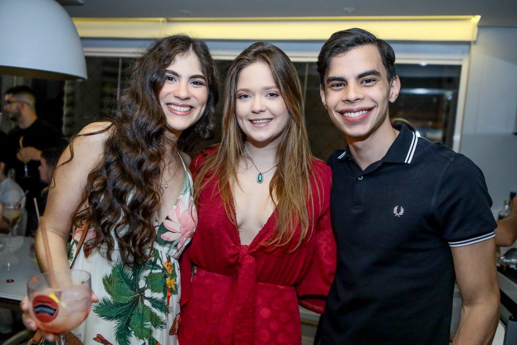 Victoria Leite, Carola Lavour E Yago Viana