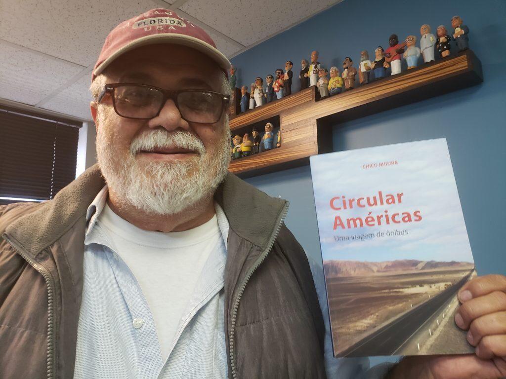 Iate Clube de Fortaleza serve de cenário para o lançamento do livro de Chico Moura