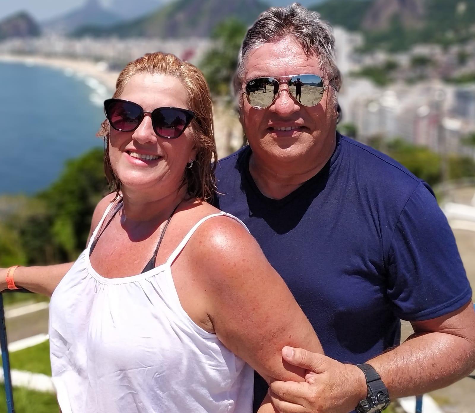 O amor está no ar! LC e Lolo Aguiar celebram seus 32 anos de casados