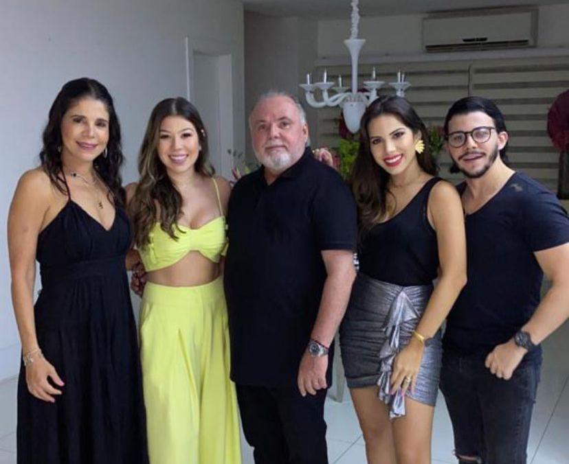 Alegria e alto astral marcam a comemoração dos 19 anos de Maria Clara Negrão