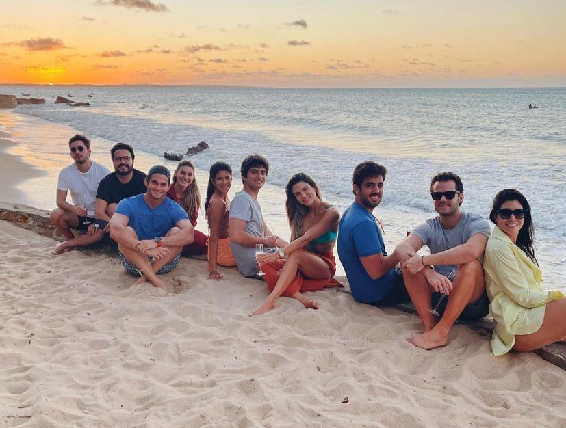 Bruna Magalhães e Ravi Macêdo curtem o weekend entre amigos em Paracuru