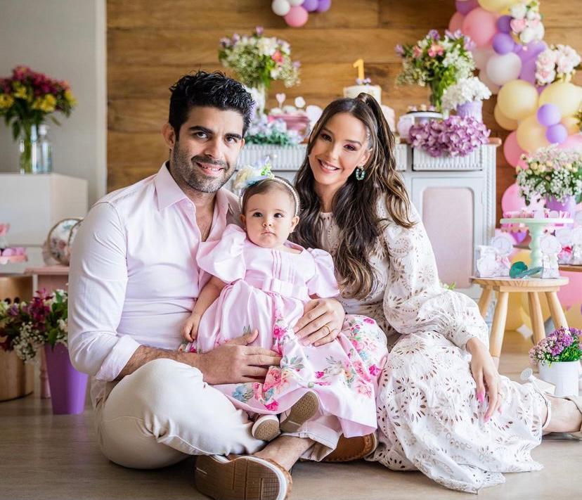 Mariana Vasconcelos e Eliseu Becco celebram o primeiro aniversário de Laura