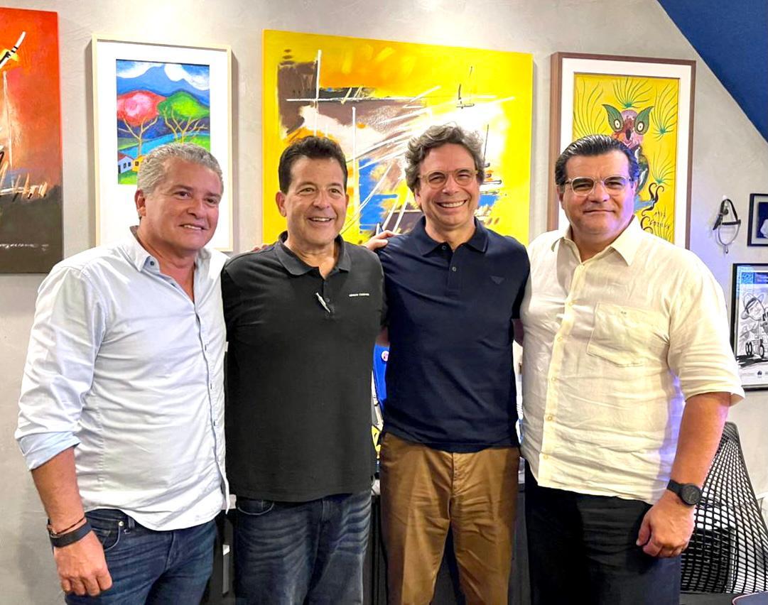 Odmar Feitosa recebe os amigos em seu escritório para meeting descontraído