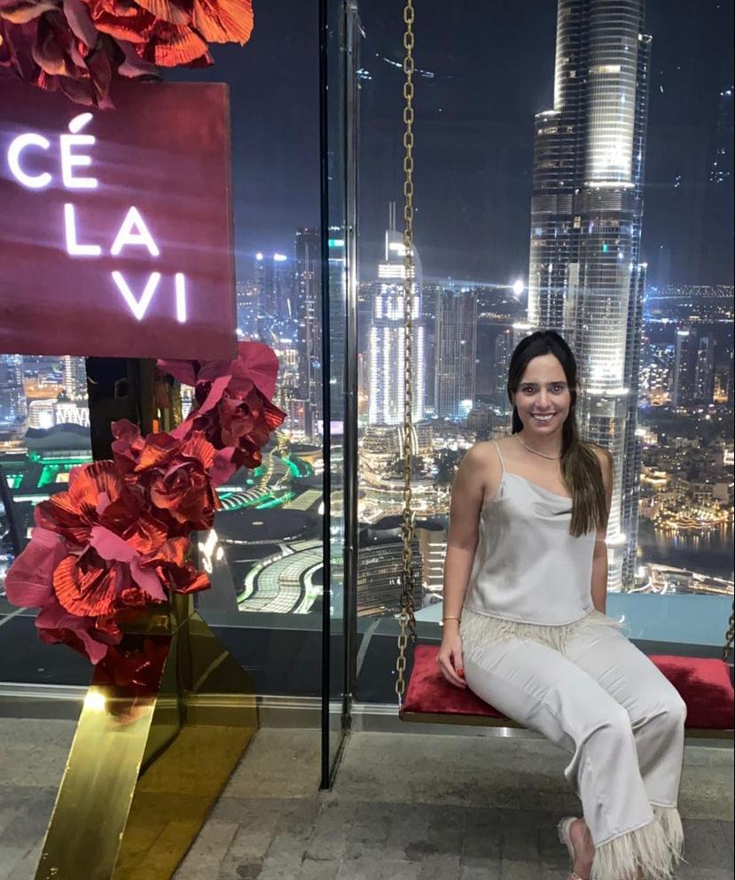 Gabriela Ventura brinda a chegada da nova idade em Dubai
