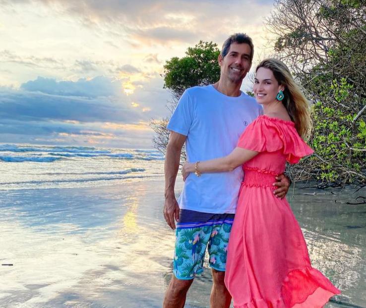Germana e Victor Melo celebram seus 19 anos de casados