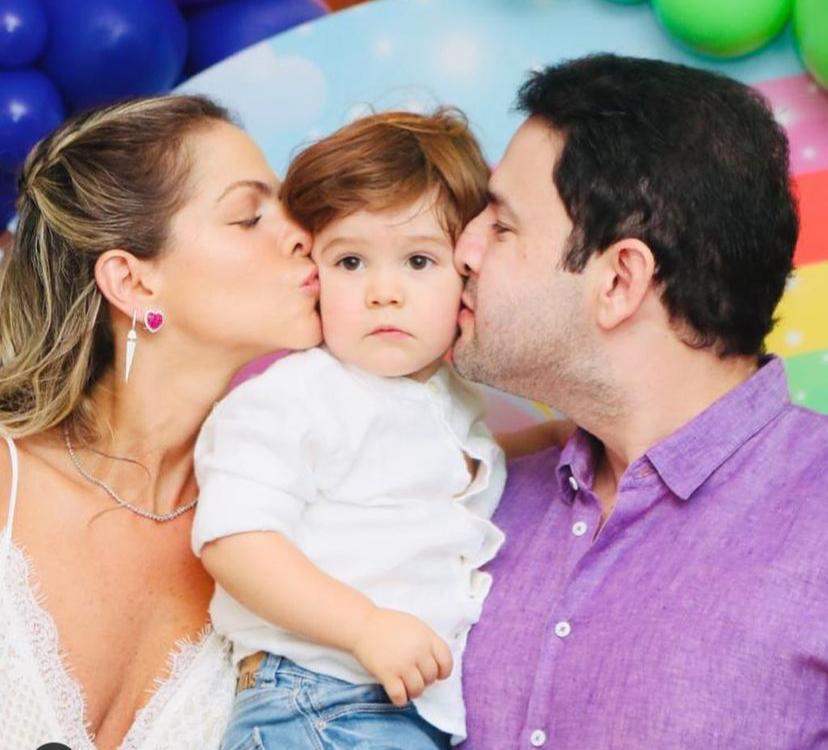Cecília Dafonte e Léo Couto celebram os dois anos do pequeno Artur