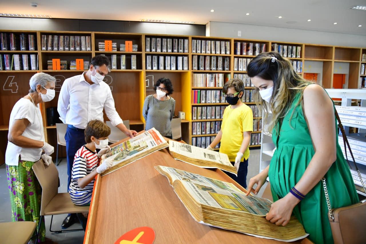 Filho de Onélia e Camilo Santana, Pedro celebra seus 11 anos com visita a Biblioteca Estadual do Ceará