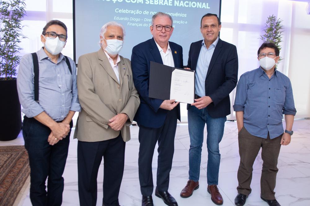FIEC e SEBRAE Nacional assinam convênio e lançam 17 novos projetos para fortalecer indústrias cearenses