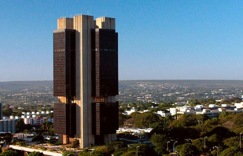 Banco Central adota política monetária mais contracionista devido a riscos fiscais