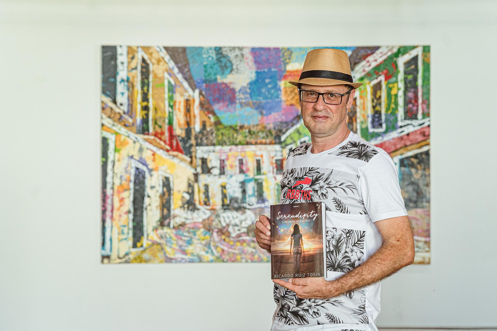 Ricardo Ruiz Tosin desembarca em Fortaleza para apresentar seu novo livro