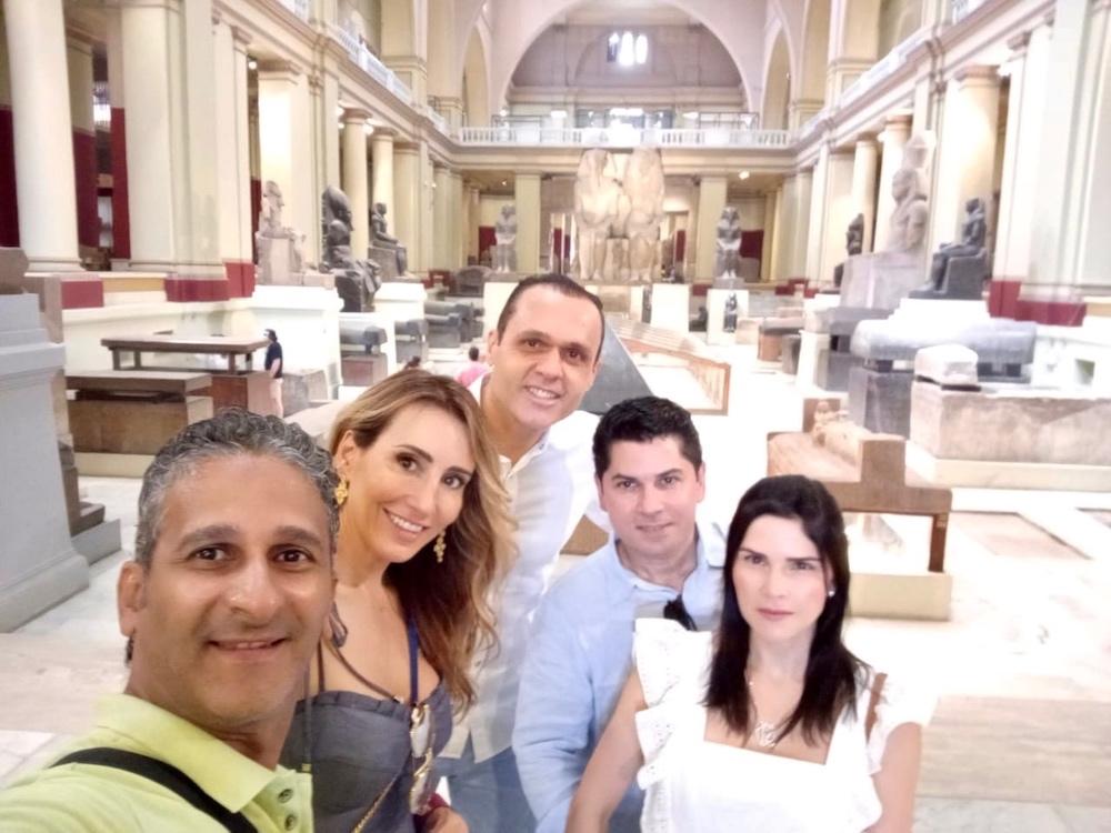 Eduardo Diogo, Melaine Fernandes, Pompeu Vasconcelos, Marília Quintão Com O Guia Da Egypt Tours Omar