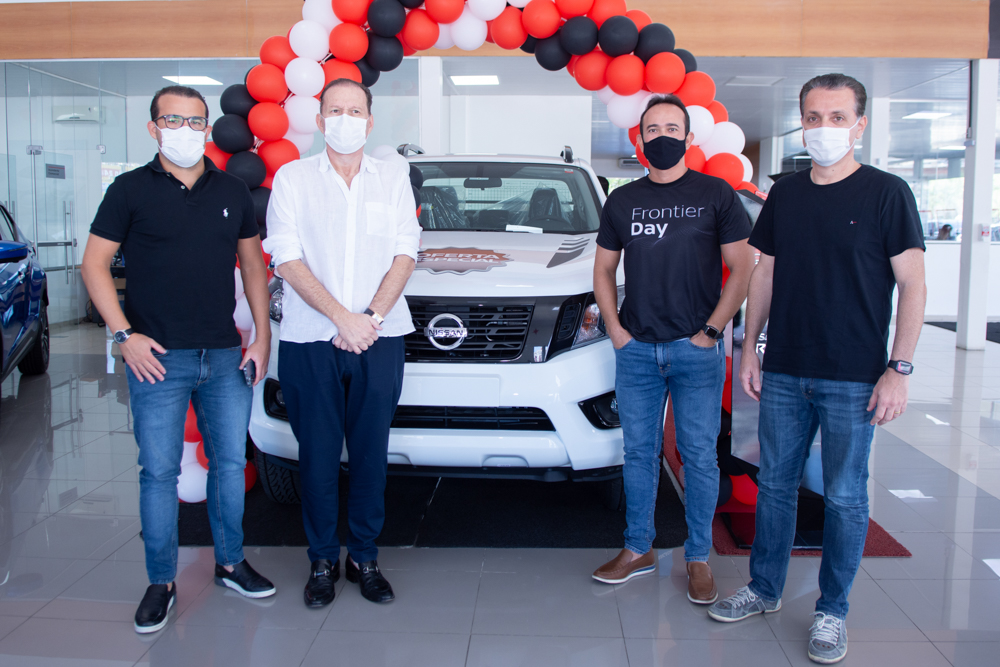 Nissan Jangada pilota brunch e recebe os clientes com ação especial do Frontier Day