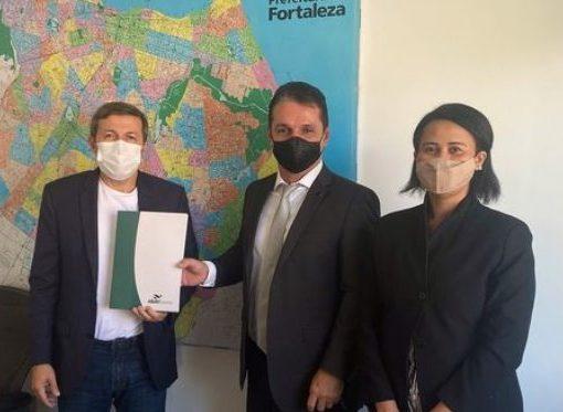 Élcio Batista recebe presidente da Abav-CE e comemora a realização da Abav Expo Internacional, em outubro, em Fortaleza